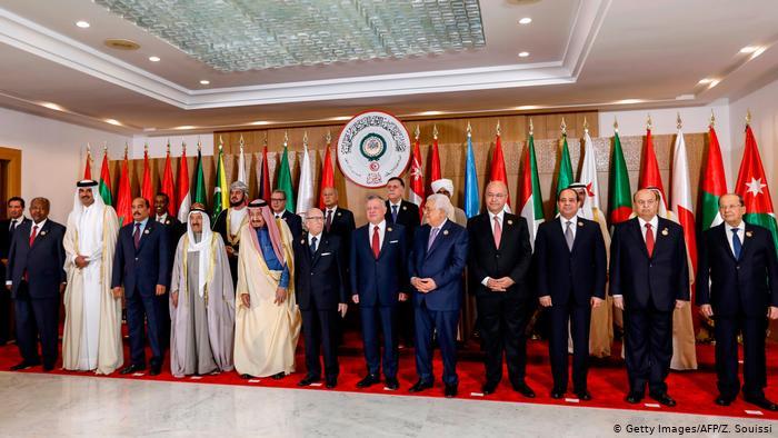 أمير قطر يغادر اجتماع القمة العربية في تونس