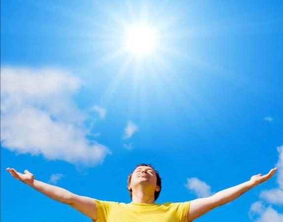 فوائد أشعة الشمس وأضرارها علي جسم الإنسان في فصل الصيف